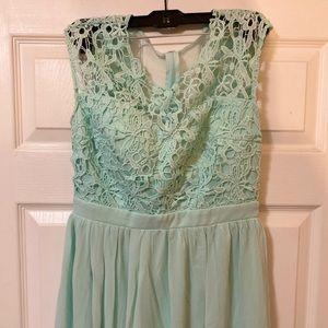 Dresses & Skirts - Gorgeous long maxi mint formal dress